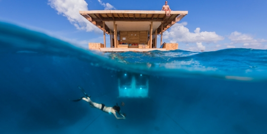 2-split-surface-underwater-manta-resort-underwater-room-money-shots