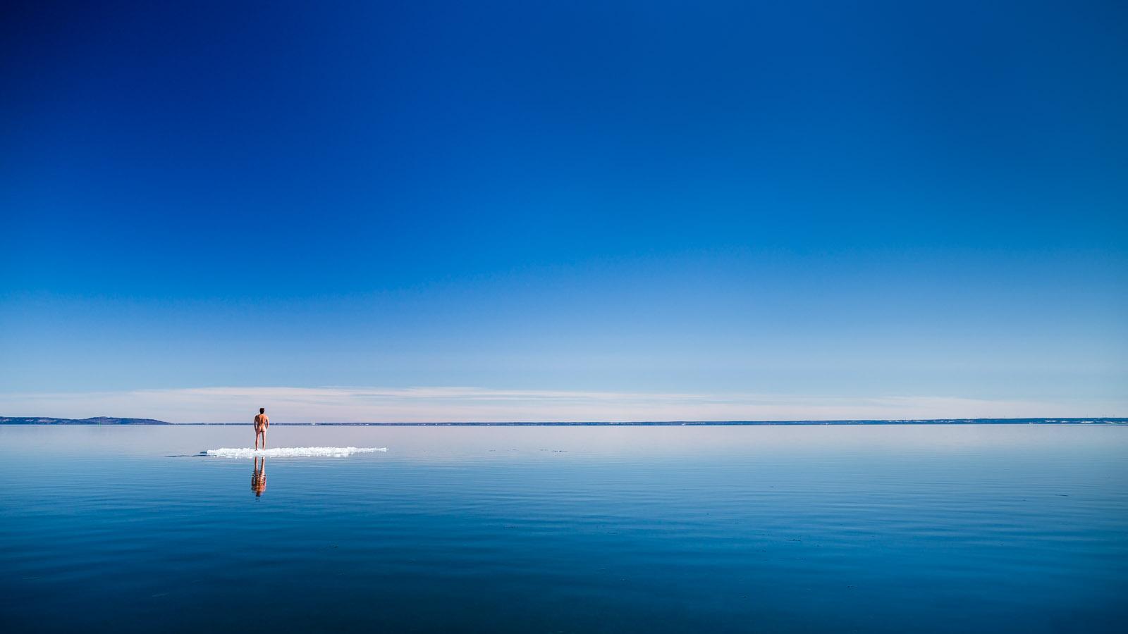 anhede destinationphotographer floe hjo ice icefloe is isflak landscapephotographer naken nude paddleboard standuppaddle sup sverige sweden travelphotographer vättern vinter winter