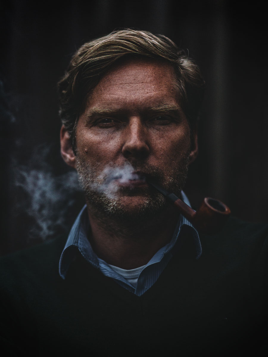 portrait-photo-pipe-smoking-man