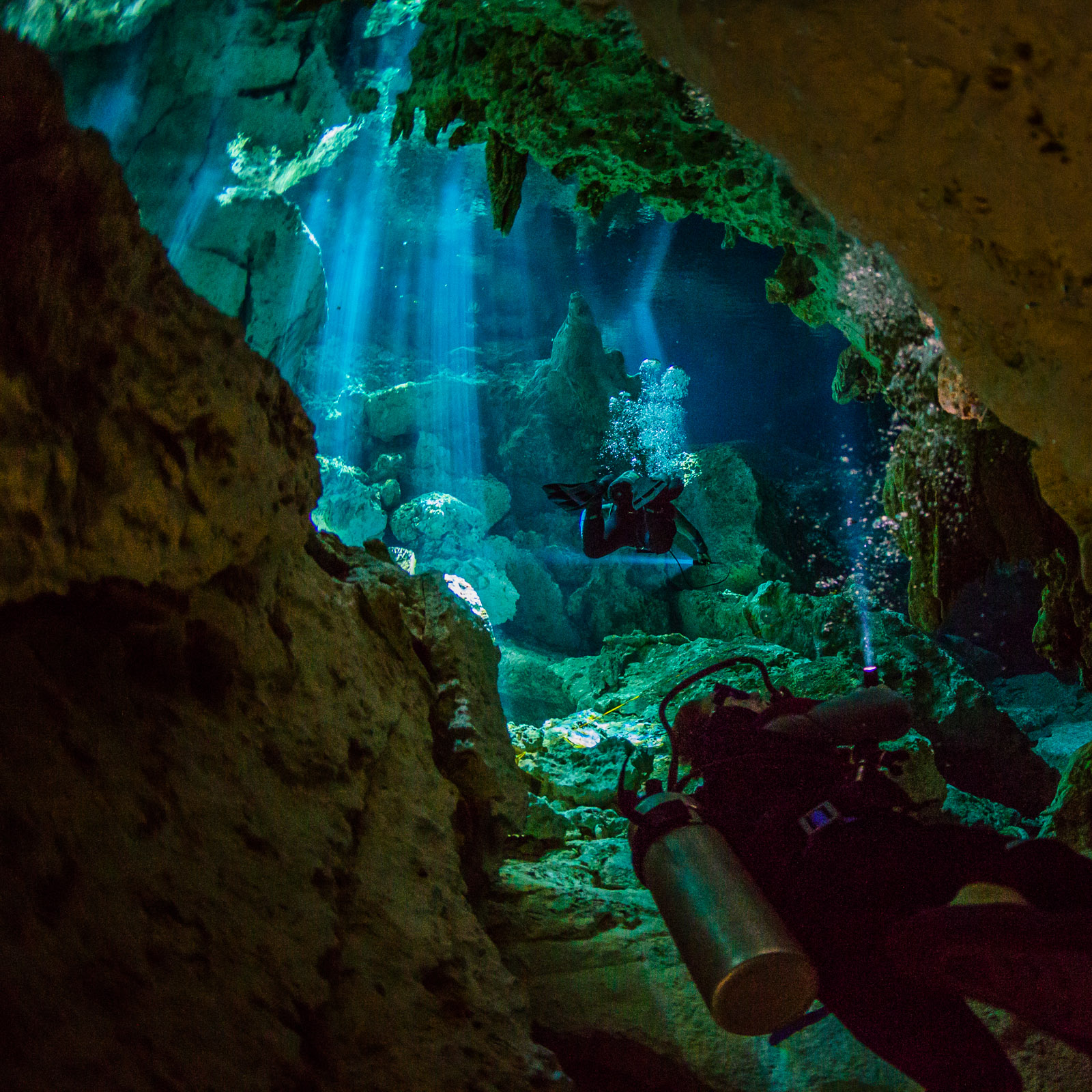underwater photographer, undervattensfotograf, cave diving, grottdykning, mexico, mexiko, cenote, sunrays, adventure photographer, adventure, äventyrsfotograf, äventyr, underwater photo, undervattensfoto, cave diver, grottdykare, anhede