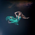fine art, fine art photography, fine art photographer, portrait, porträtt, photographer, fotograf, underwater, underwater photo, undervattensfoto, dress, hair, cecilia kallin, anhede
