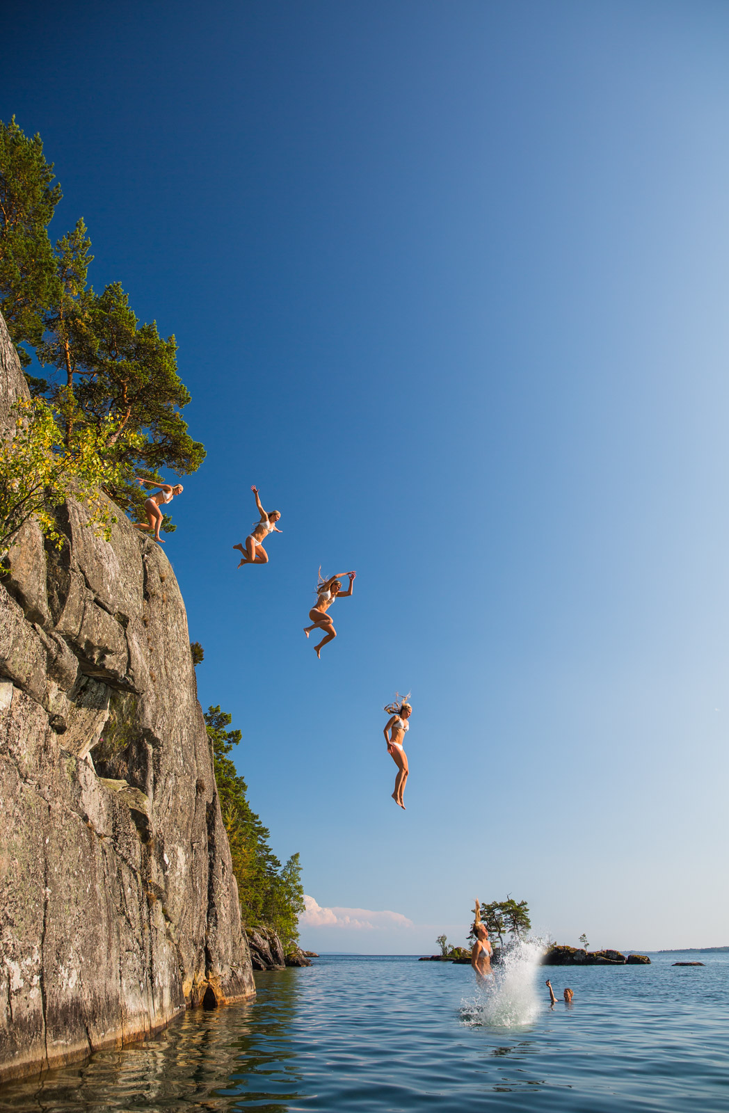 summer, sweden, jump, cliff, water, sommar, sverige, sommarsverige, hoppa, klippa, vatten, vättern, tiveden, djäknasundet, djäknesundet, karlsborg, cecilia kallin, erik linder, timoteij, elina thorsell