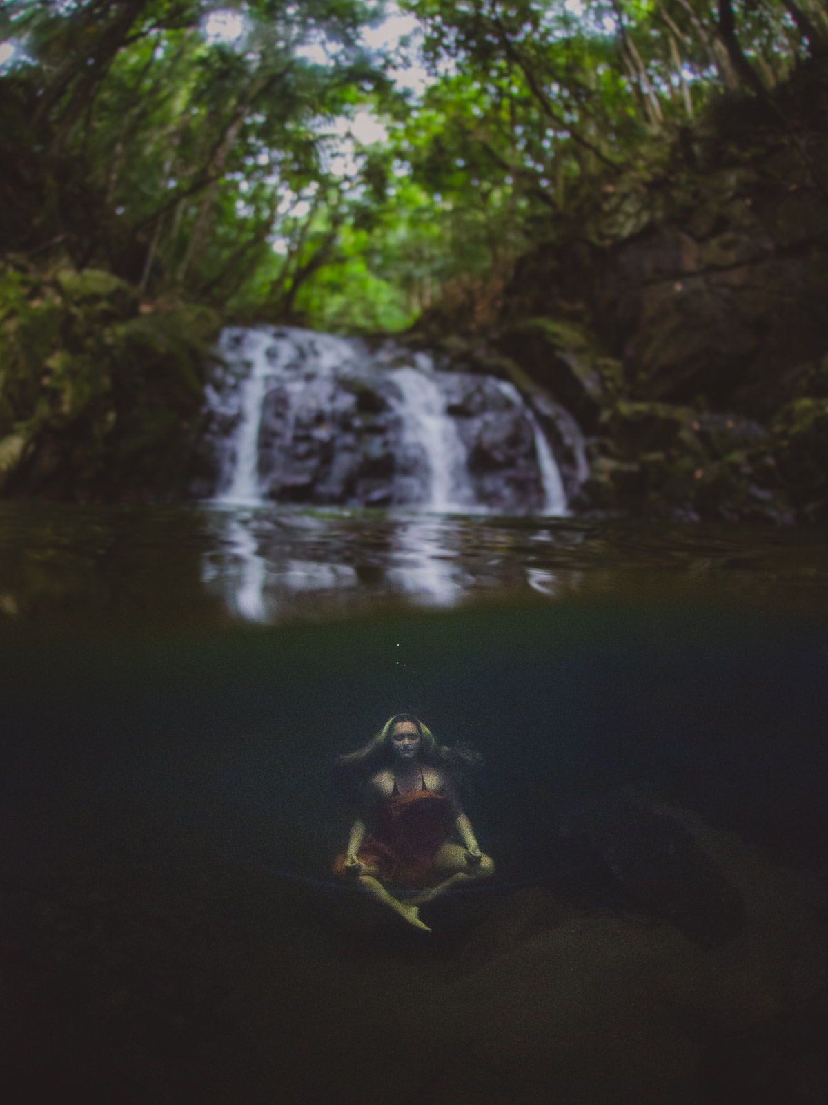 underwater, yoga, uw, waterfall, seychelles, mahe, wanderlust, travel, photographer, aquatech, anhede