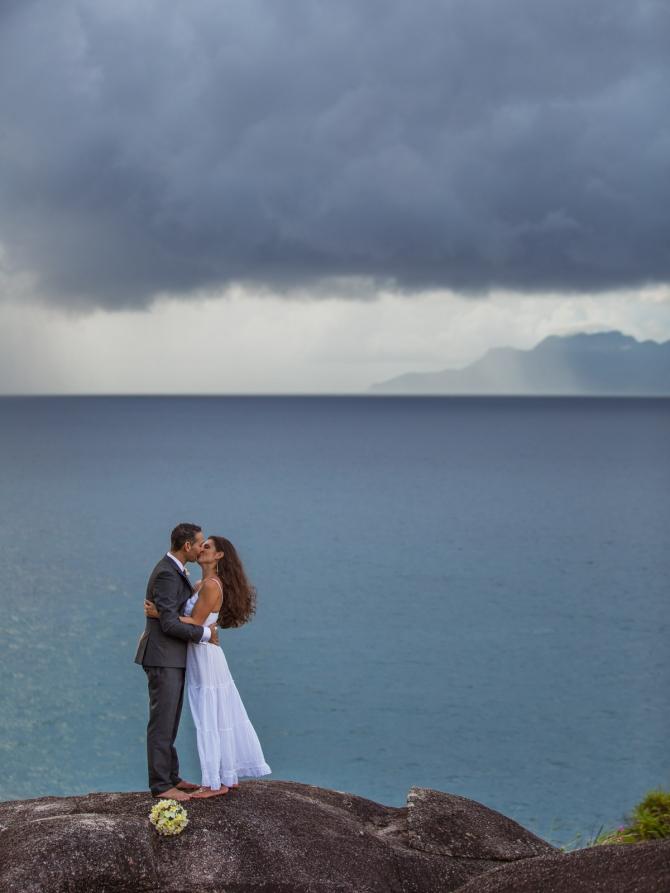 Wedding kiss - Bröllopskyss, bröllop, seychellerna, bröllopsfotograf, resa, destination wedding photographer, mahe
