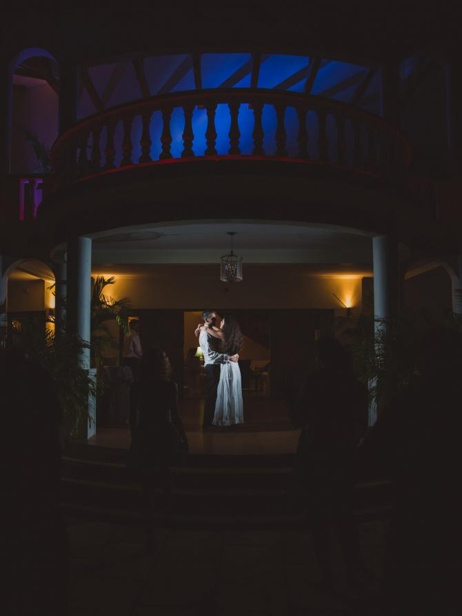 Wedding dance - Wedding photographer in the Seychelles