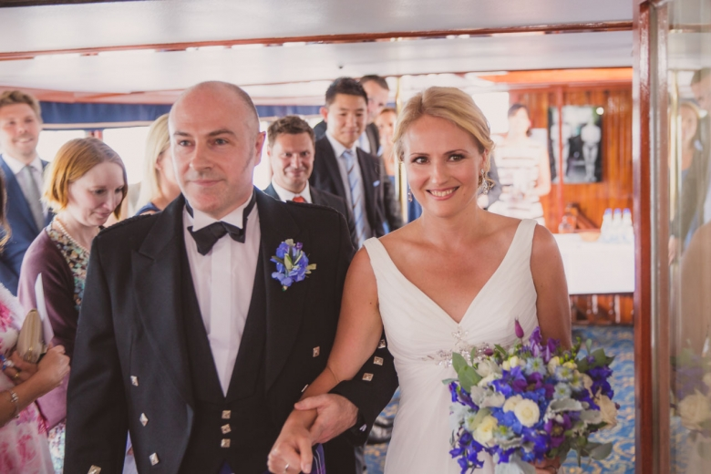 brollopsfotograf-stockholm-bat-wedding-photographer-sweden-boat-charter-10