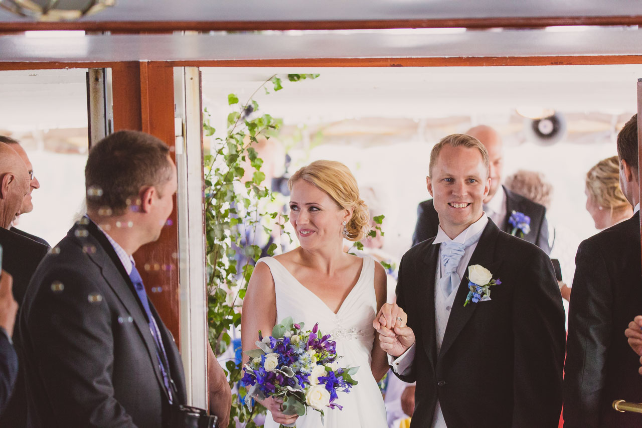 6de37d486646 brollopsfotograf-stockholm-bat-wedding-photographer-sweden-boat-charter-30