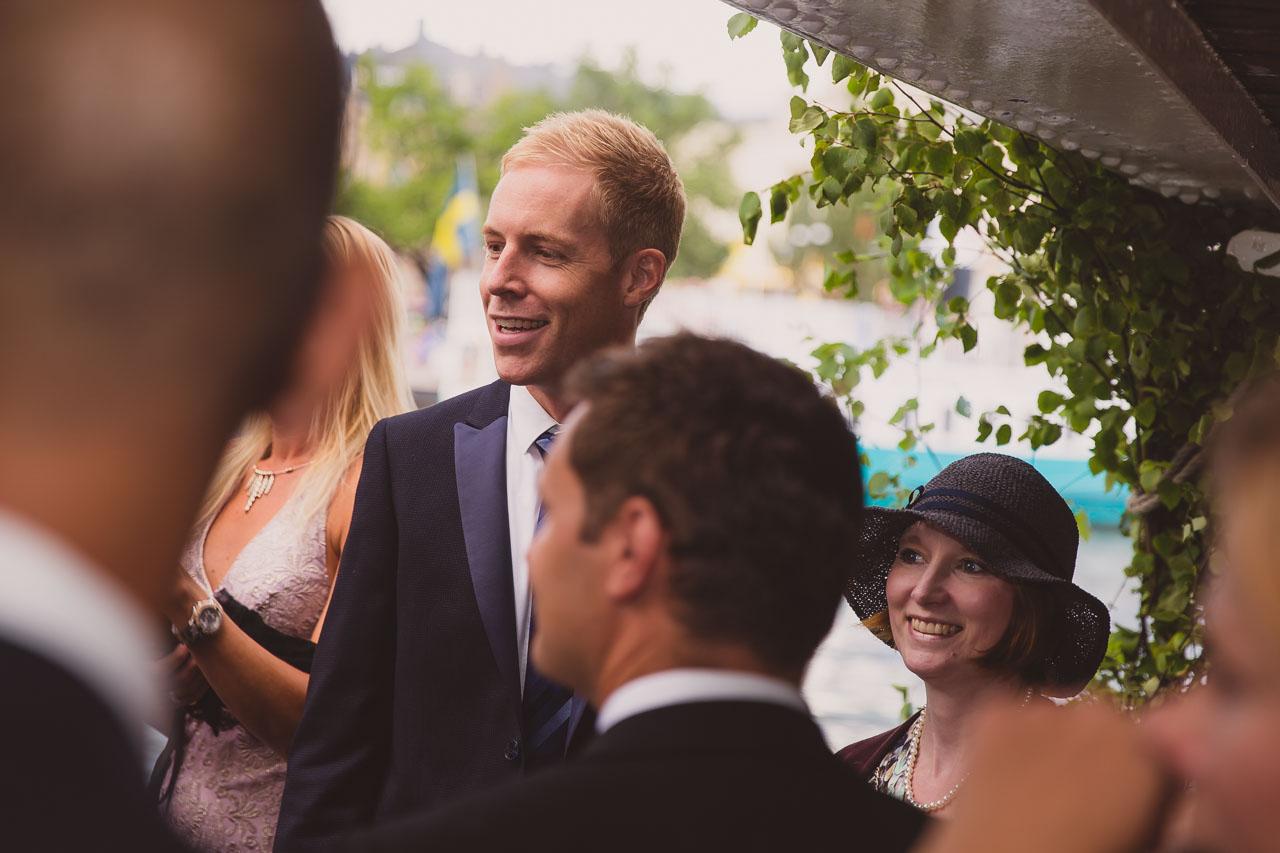 dfb59b89fb13 brollopsfotograf-stockholm-bat-wedding-photographer-sweden-boat-charter-5