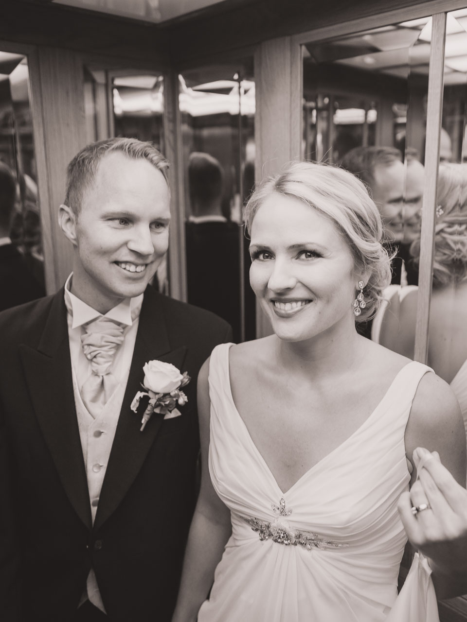 928e16d2ffda brollopsfotograf-stockholm-grand-hotell-wedding-photographer-sweden ...