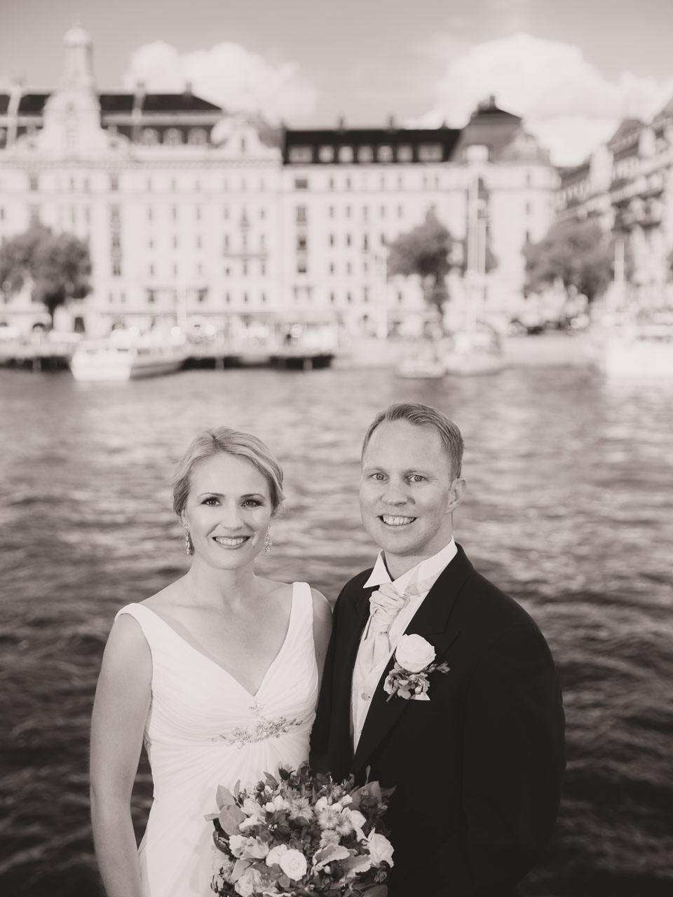 106687ee7587 brollopsfotograf-stockholm-nybrokajen-wedding-photographer-sweden-8 ...