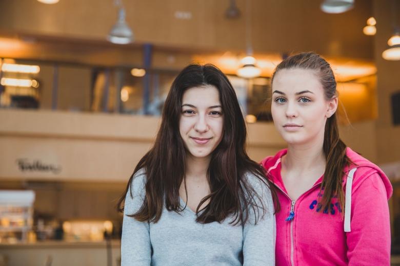 Arijana och Filippa, Shadys skolkamrater, har startat en facebooksida och namninsamling för att låta Shady stanna i Sverige.