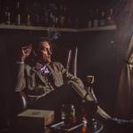 portrait photo, whiskey salon, cigar room - porträttfoto salong