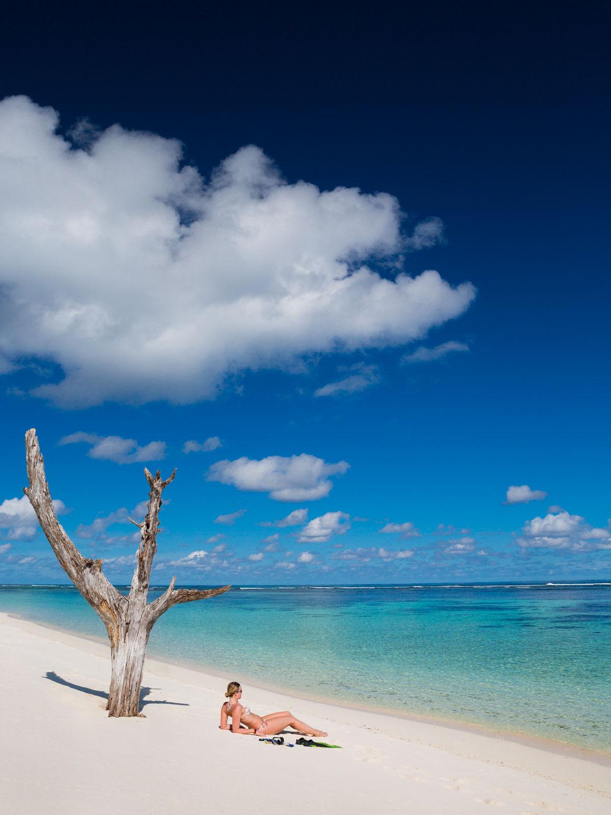 beach-girl-bikini-bird-island-seychelles-wanderlust-destination-photograper