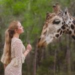 emma-o-clothing-handmade-crochet-model-cecilia-kallin-giraffe-kenya