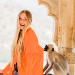 singer-songwriter-cecilia-kallin-model-jaipur-amber-fort-india-monkey-photobomb