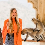 singer-songwriter-singer-songwriter-cecilia-kallin-model-jaipur-amber-fort-india-monkey-photobombcecilia-kallin-model-jaipur-amber-fort-india-monkey-photobomb-06