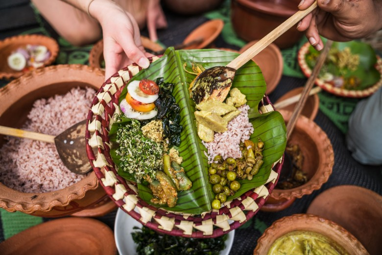 Traditional farmers lunch with delicious ecological food - Saraii Village, Sri Lanka