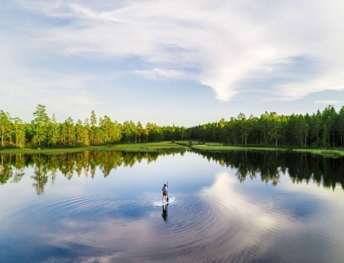 Stand-up paddling on a mirror – Tiveden, Sweden