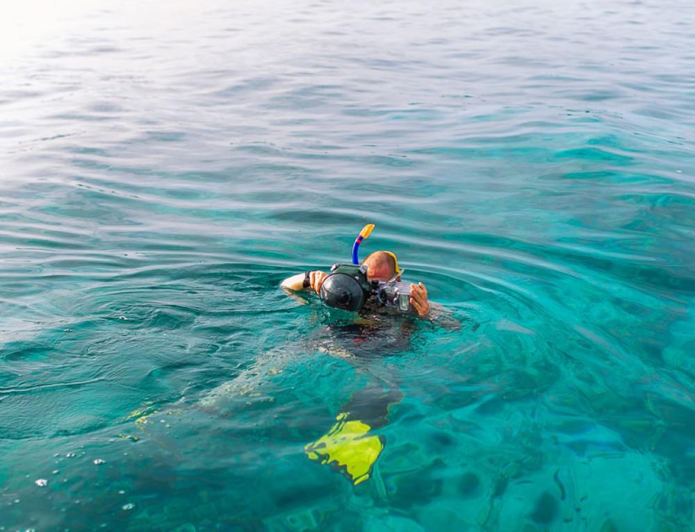 Over-Under shots / Split-shot / Split surface underwater photography