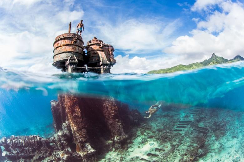 over-under-shot-underwater-split-shot