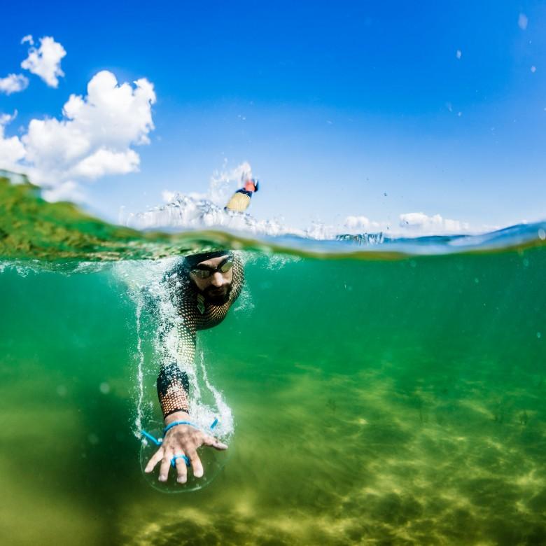 over-under-shot-underwater-split-shot-split-surface-underwater-photography (2)