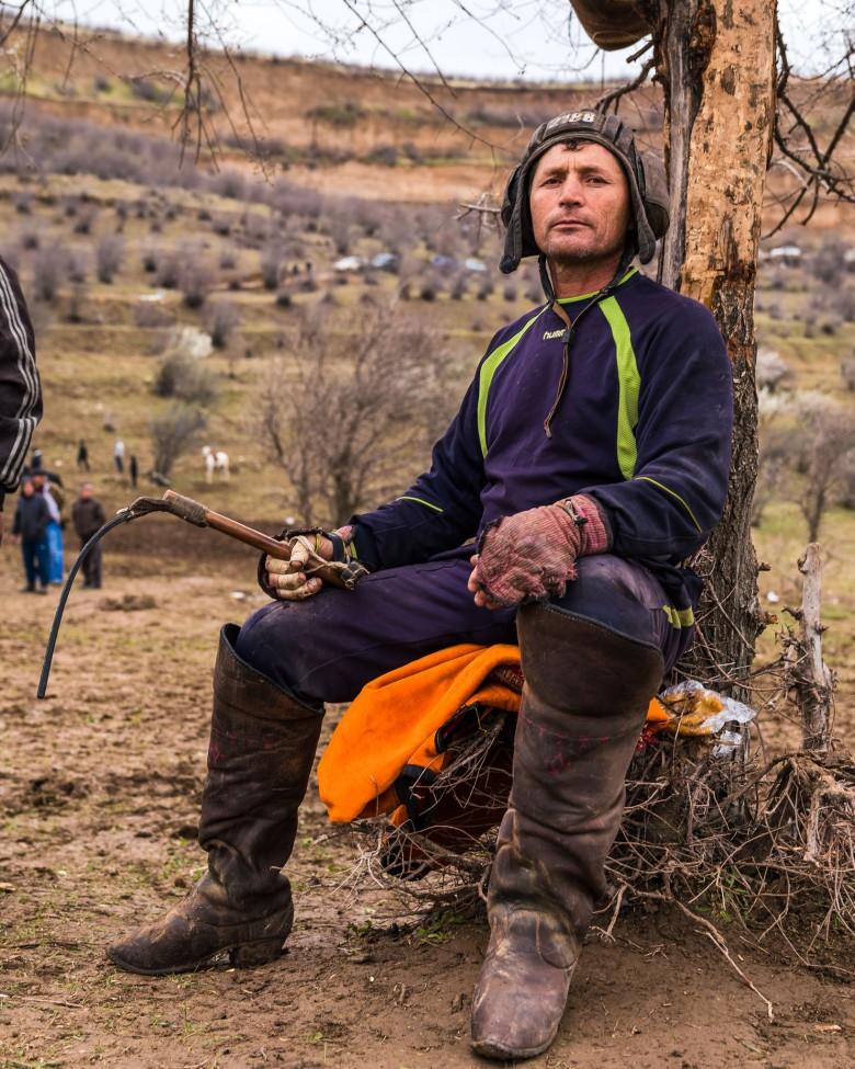 buzkashi-chapandaz-tajikistan-central-asia-whip-boots-helmet