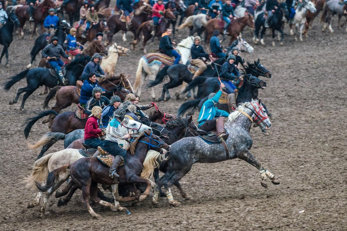 buzkashi-horse-race-gallop-chapandaz-tajikistan-central-asia