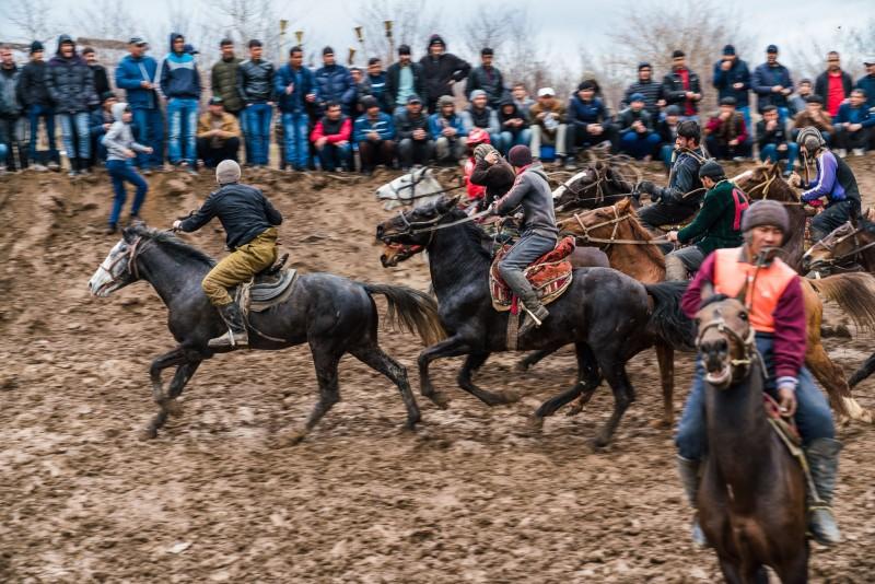 buzkashi-riders-with-audience-tajikistan