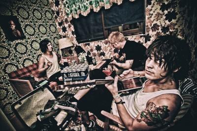 neverstore-punk-rock-band-photographer-on-tour