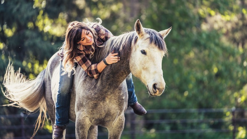 portrait-blind-horse-lea-cowgirl-louise-whitefish-montana
