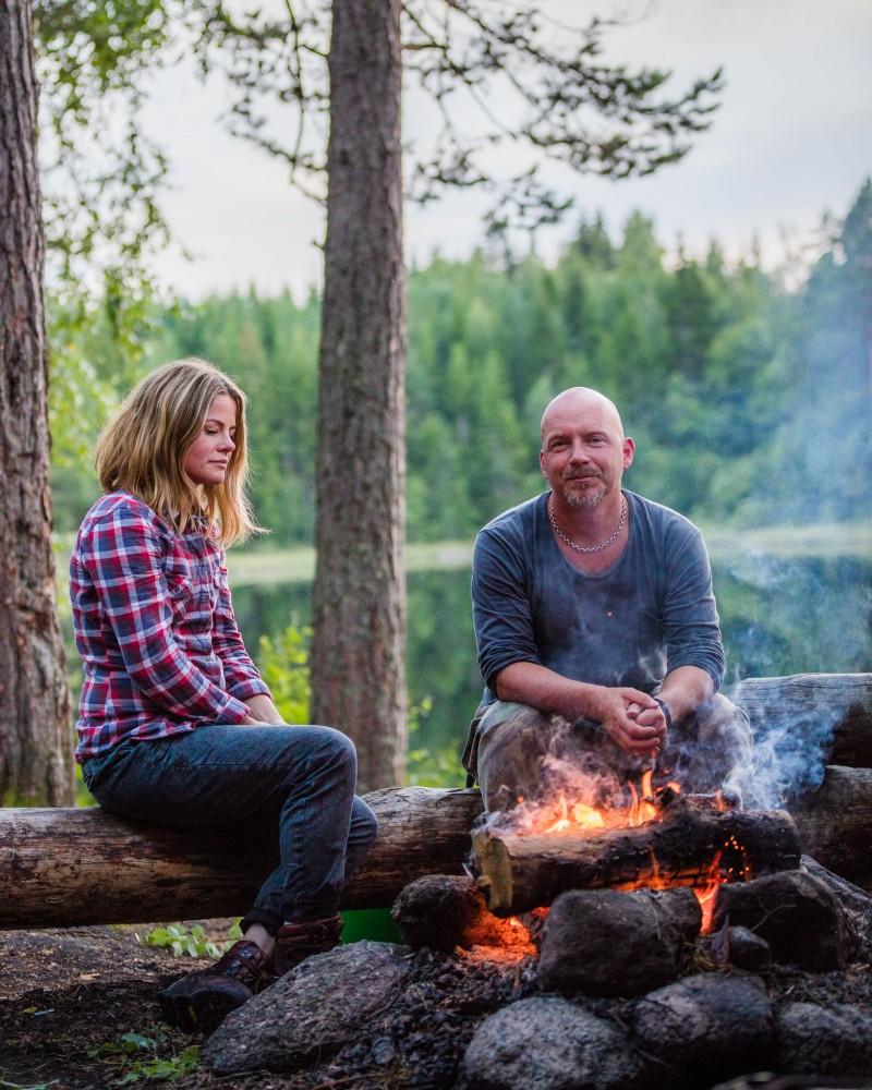 sverige-utomhus-natur-friluftsliv-grilla-eld-sjo-skog-vatten