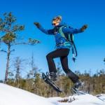 sverige-utomhus-natur-friluftsliv-snoskor-jump-hike
