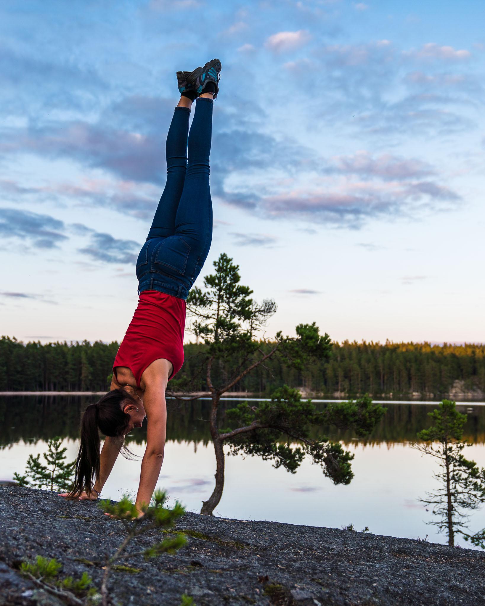 handstand-tiveden-national-park-nationalpark-sweden-sverige