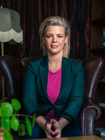 jonna-nyberg-portratt-pressbild-foretagportratt-retorikverkstaden-skovde-sverige