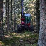 skogsmaskin-avverkning-industrifotograf-skog-massaindustri-pappersindustri-skogsindustri-sverige